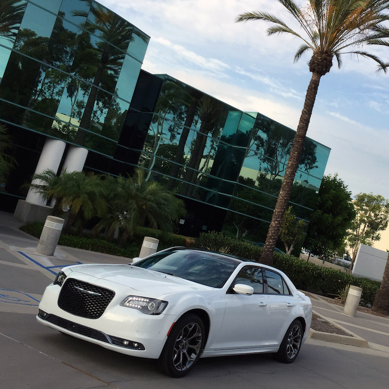 Duke's Drive: 2015 Chrysler 300S HEMI Review