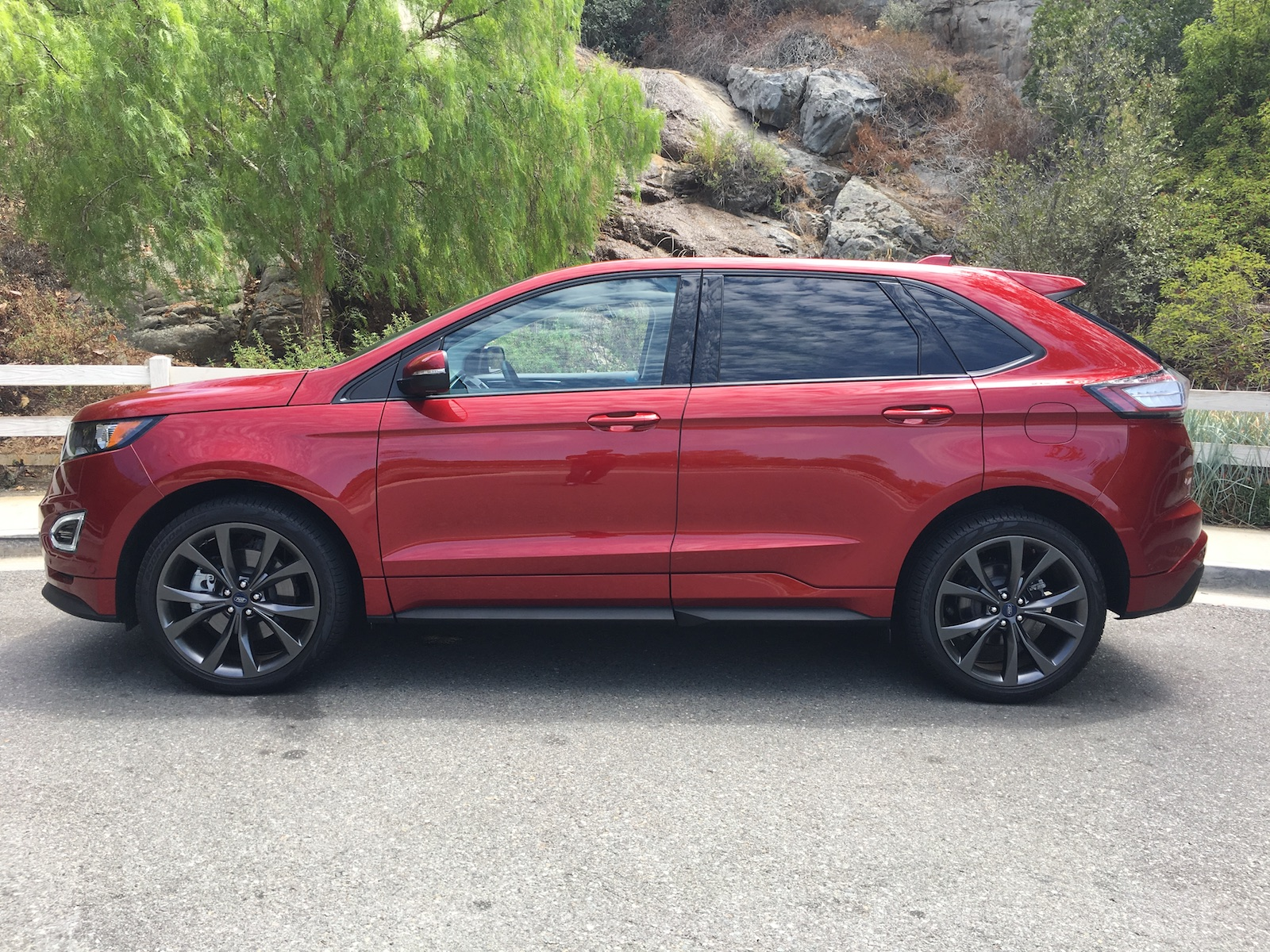 Earlier I Mentioned That The Ford Edge Sport Is Nearly Perfect When It Comes To Design With A Few Minor Cosmetic Changes This Stylish Crossover Goes From